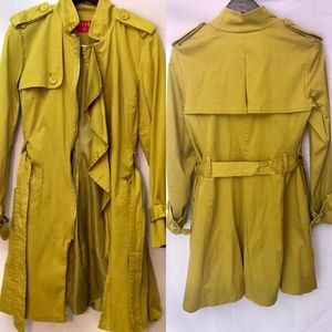 Elle Trench Coat Medium. Fully lined Color Mustard